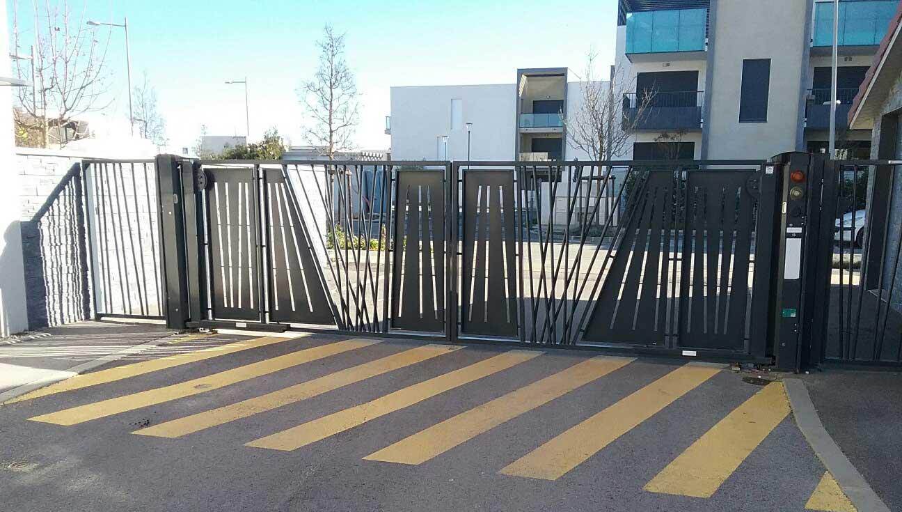 Vente de portail automatique battant avec Sim Fermetures à Nîmes et Montpellier