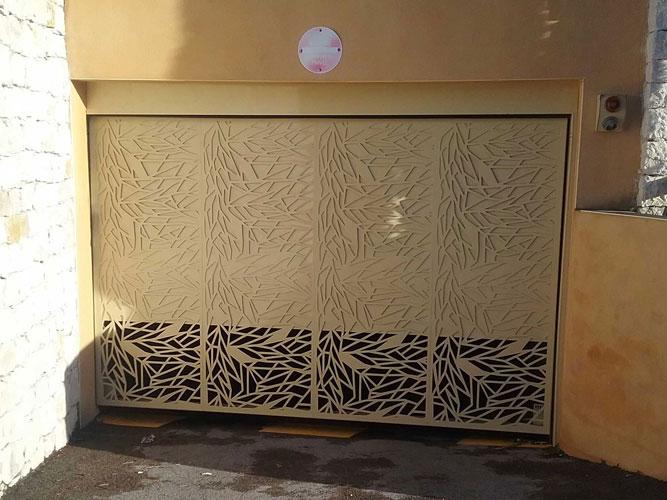 Vente et location de porte de garage basculante avec Sim Fermetures à Montpellier