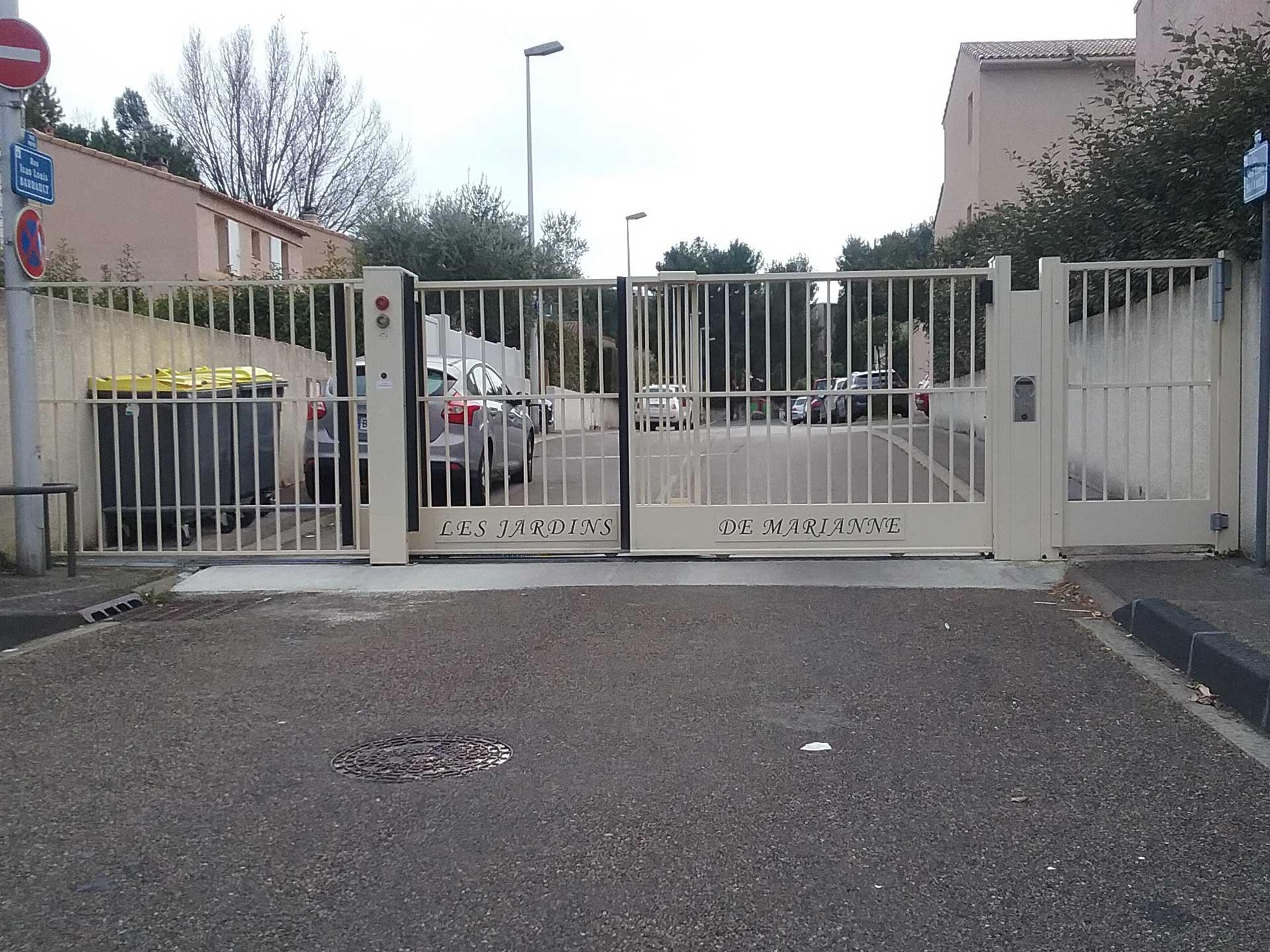 Installation et location de portail coulissant télescopique avec Sim Fermetures à Montpellier