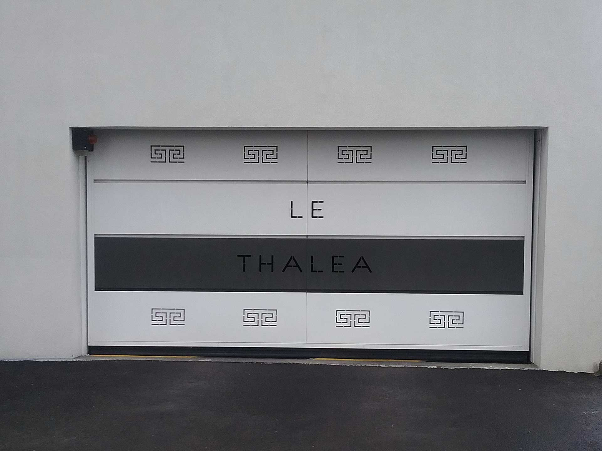 Vente de porte de garage basculante avec Sim Fermetures à Nîmes
