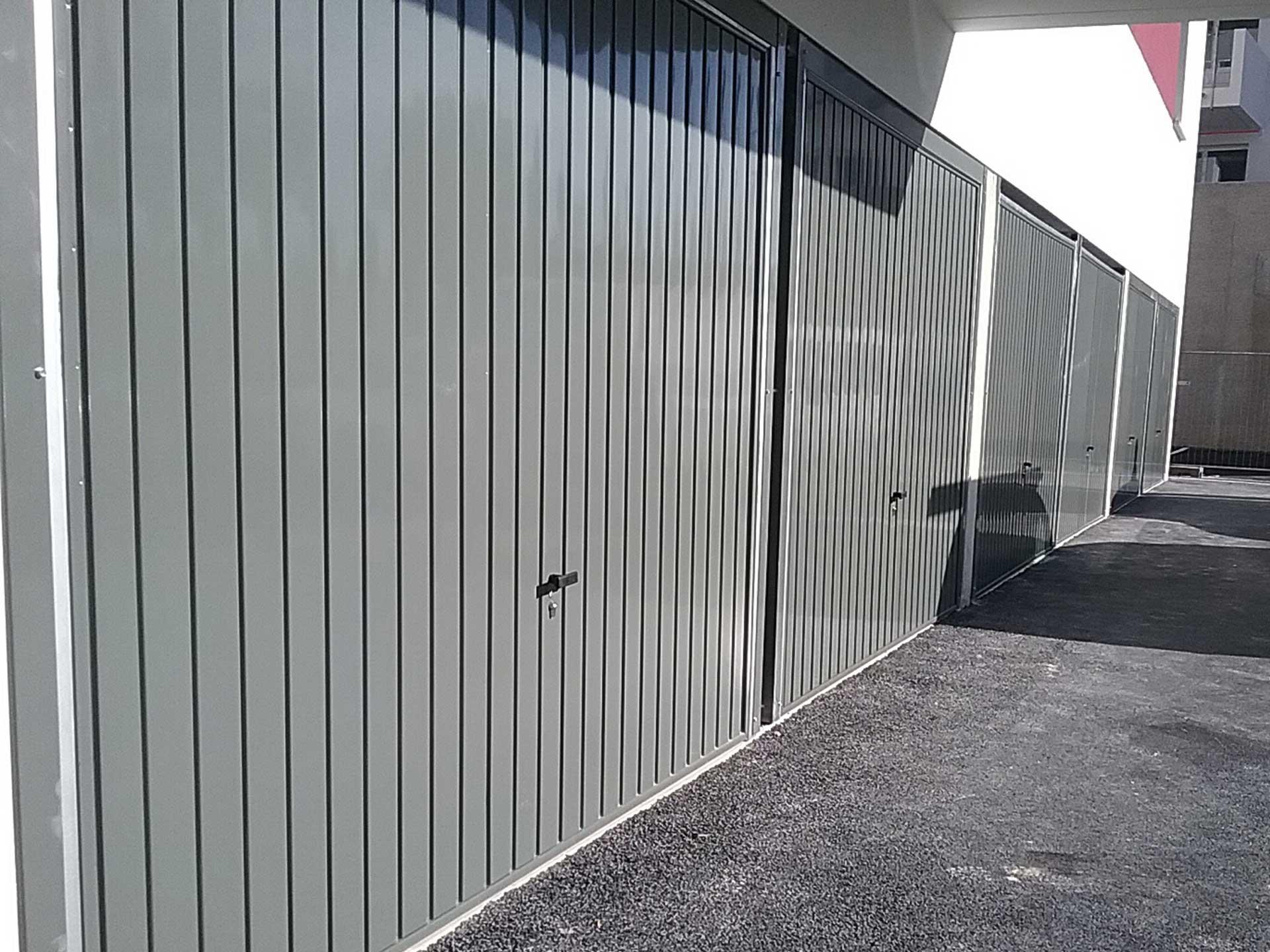 Vente de portes intérieures pour boxes et portes de garage avec Sim Fermetures à Perpignan